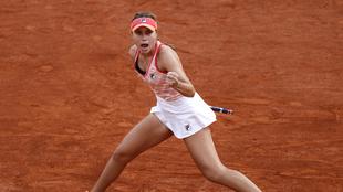 Sofia Kenin festeja su victoria ante Petra Kvitova en Roland Garros...