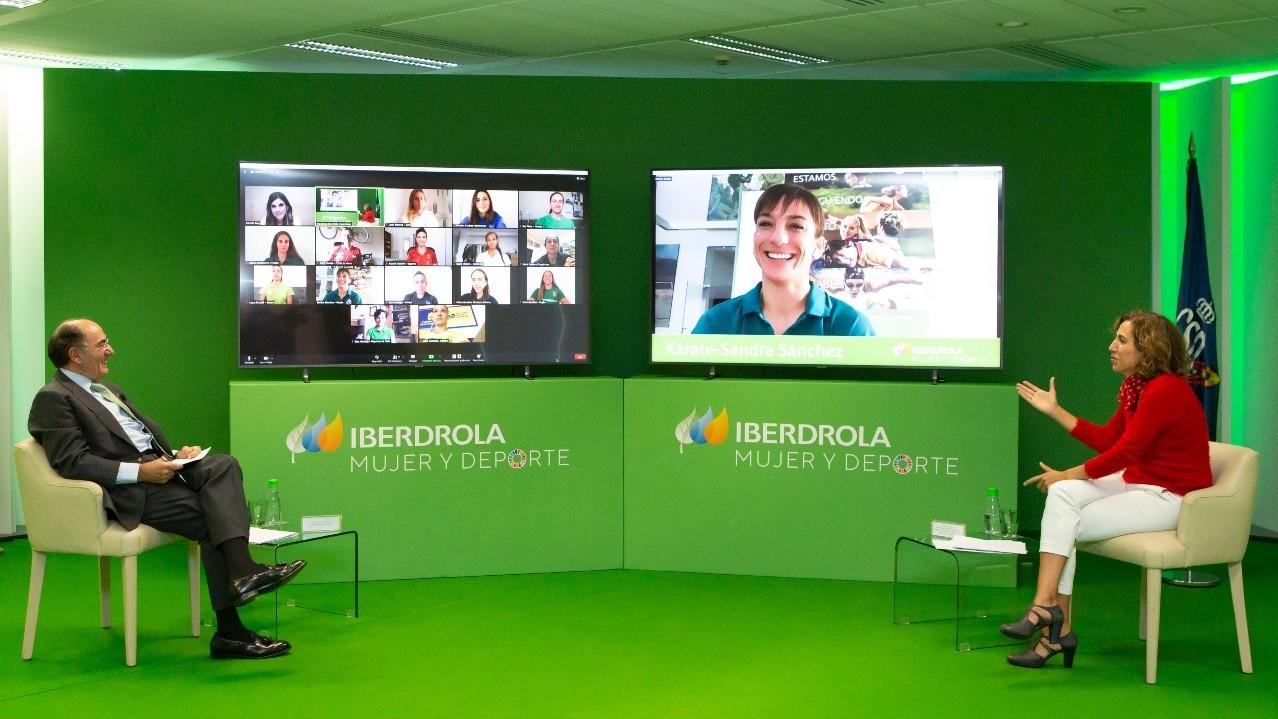 Ignacio Galán e Irene Lozano en el encuentro virtual con los...