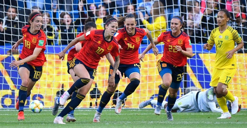 Jenni Hermoso celebra un gol con España en el Mundial de Francia...