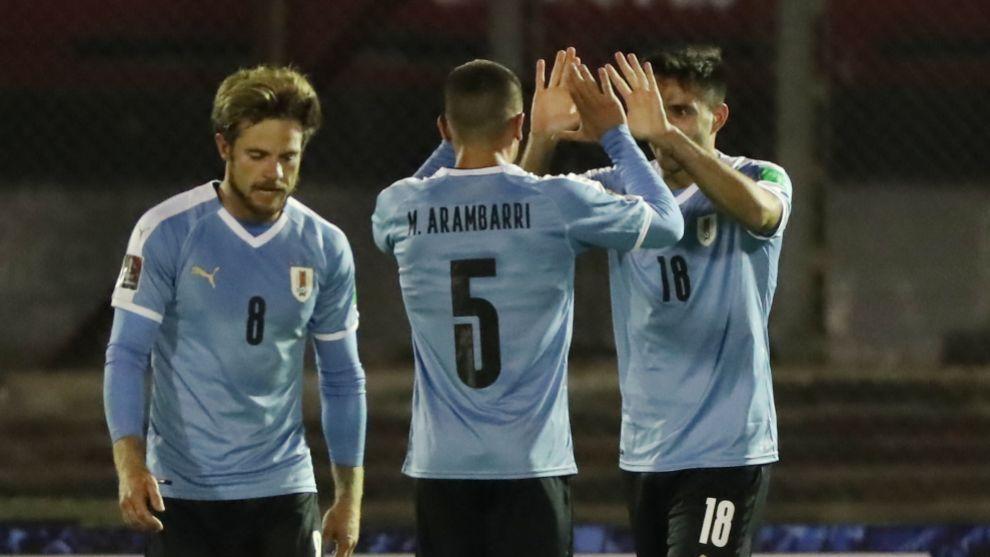 Maxi Gómez da la victoria a Uruguay en el descuento ante una correosa Chile