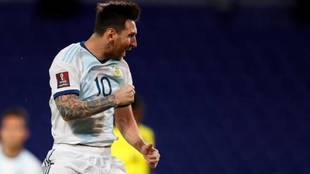 Messi anota, Argentina aburre