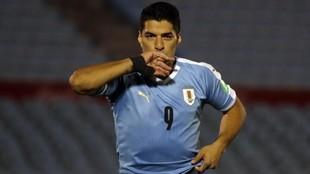 Luis Suárez celebra el gol que marcó ante Chile.