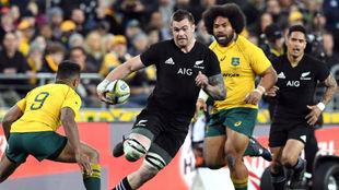 Una jugada de un duelo entre Australia y Nueva Zelanda.
