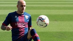 Sandro, en su presentación con el Huesca.