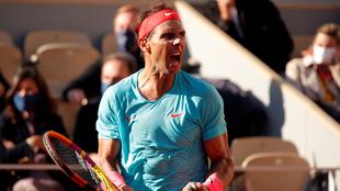 Rafael Nadal en su victoria ante Diego Schwartzman en Roland Garros...