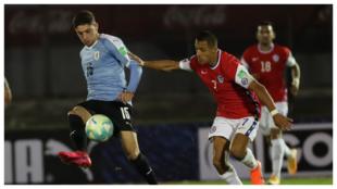 Fede Valverde y Alexis Sánchez en el encuentro Uruguay - Chile