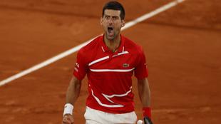 Novak Djokovic en su duelo ante Tsitsipas en Roland Garros 2020.
