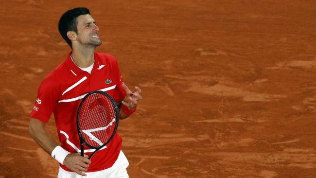 Djokovic se lamenta tras fallar una pelota