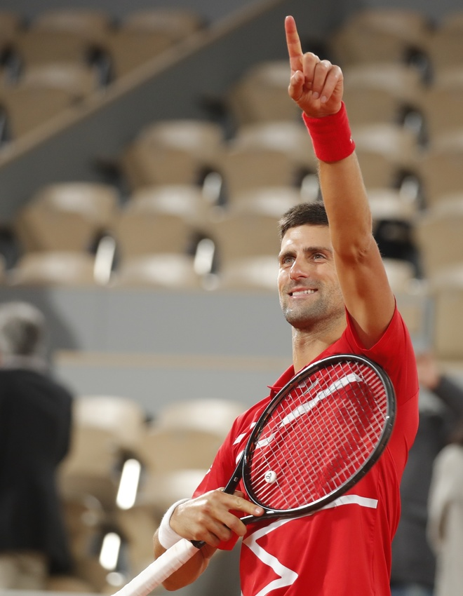 Djokovic en su victoria ante Tsitsipas en Roland Garros 2020.