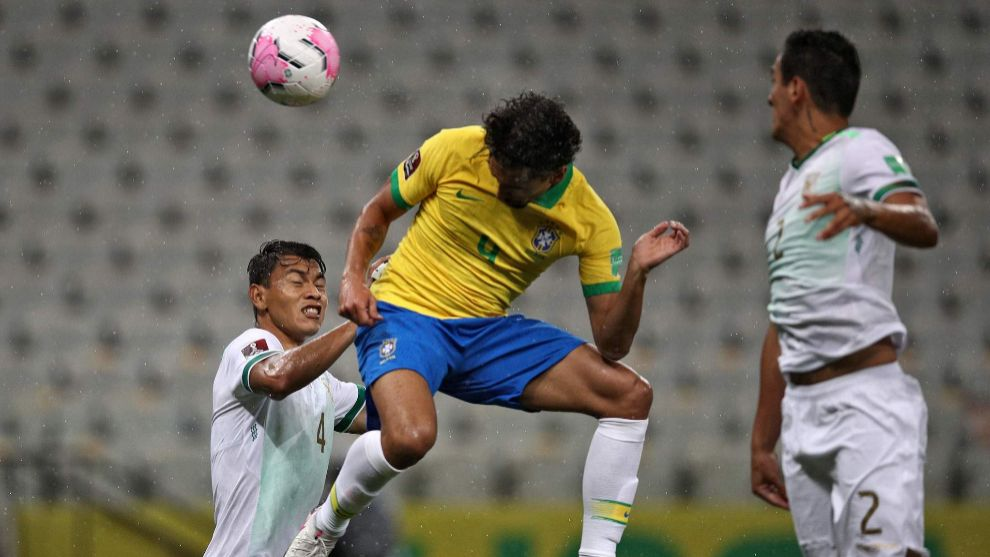 Bolivias Jose Sagredo (L) and Brazils lt;HIT gt;Marquinhos lt;/HIT gt; vie for the ball during their 2022 FIFA World Cup South American qualifier football match at the Neo Quimica Arena, also known as Itaquerao, in Sao Paulo, Brazil, on October 9, 2020, amid the COVID-19 novel coronavirus pandemic. (Photo by Buda Mendes / POOL / AFP)