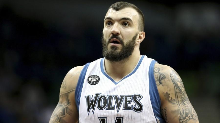 Nikola Pekovic, en un partido con los Wolves.