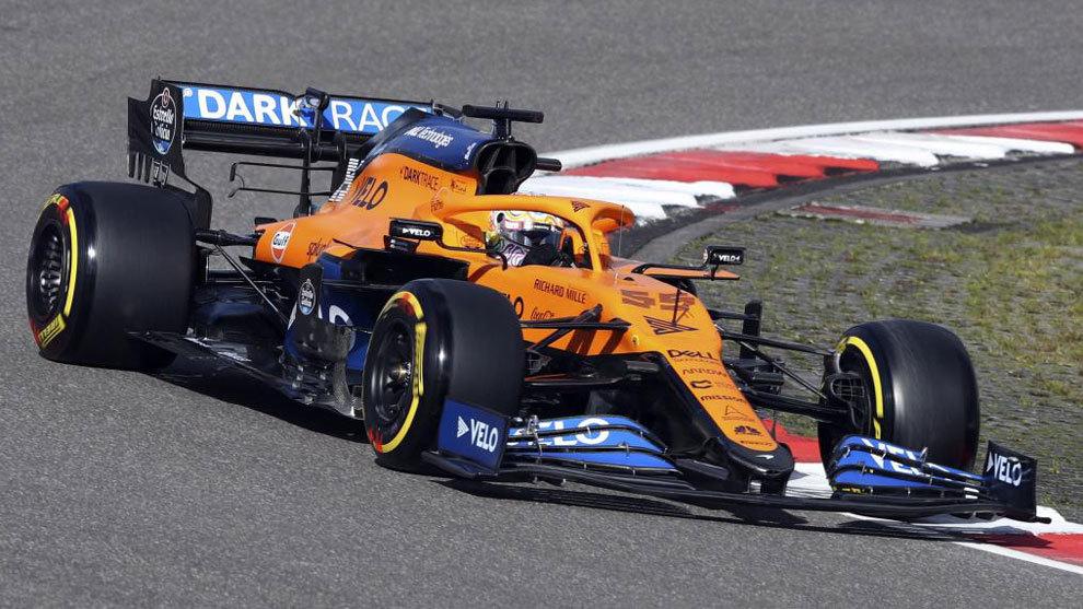 Carlos Sainz rueda por el Nuerburgring.