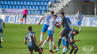 Lance del partido entre el Tenerife y el Rayo en el Heliodoro