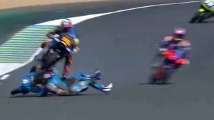 Impresionante accidente en el GP de Francia de Moto3