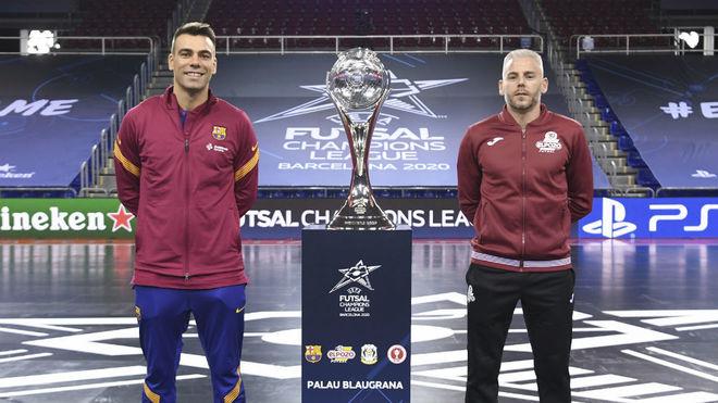Sergio Lozano y Miguelin, capitanes del Barça y ElPozo, junto al...