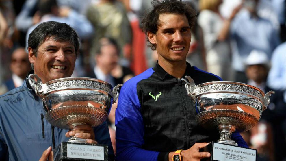 Toni y Rafa Nadal, con la Copa de los Mosqueteros