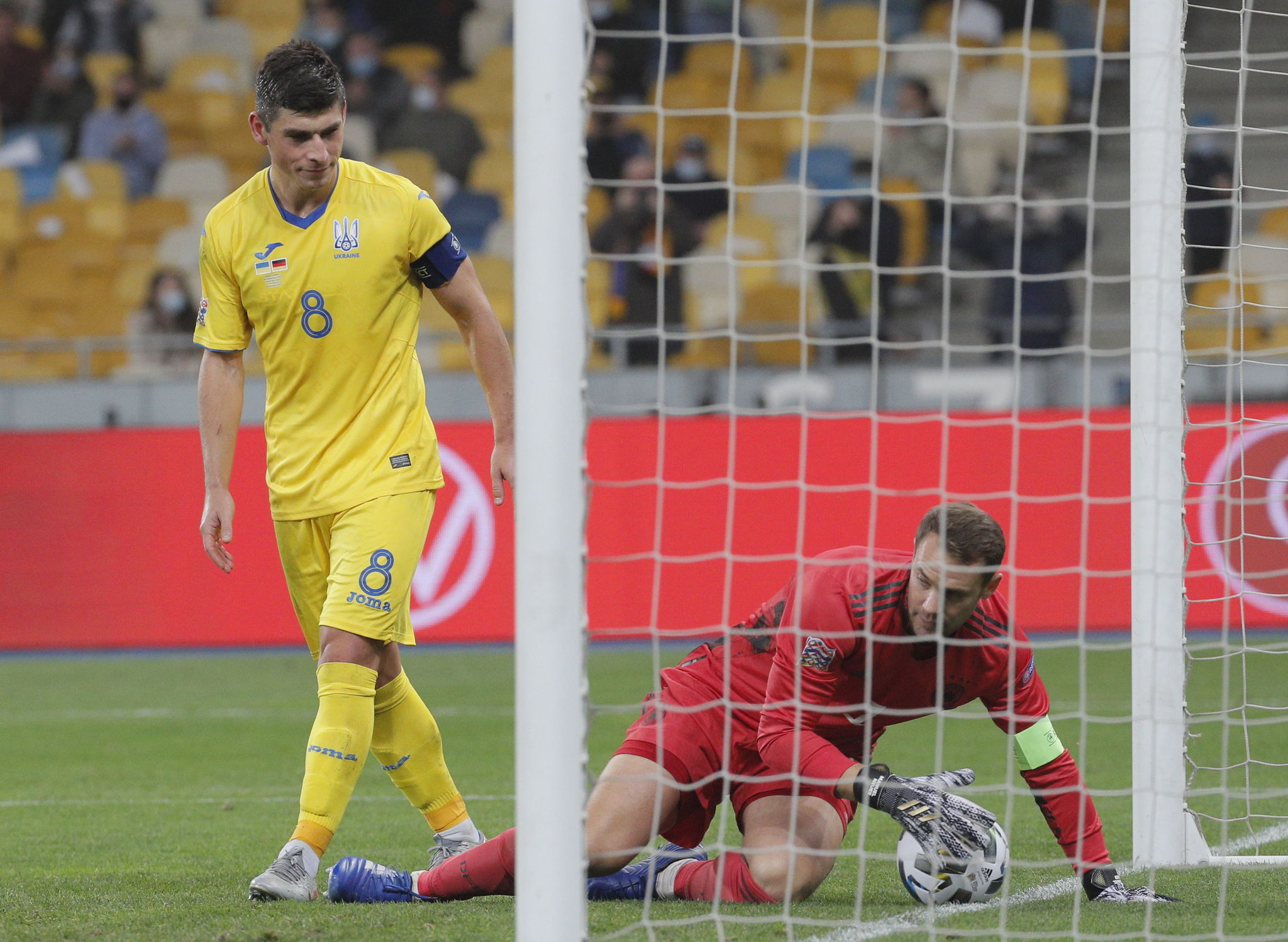 Kiev ( lt;HIT gt;Ukraine lt;/HIT gt;), 10/10/2020.- Ruslan Malinovskyi (L) of lt;HIT gt;Ukraine lt;/HIT gt; reacts after scoring from the penalty spot during the UEFA Nations League group stage, league A, group 4 soccer match between lt;HIT gt;Ukraine lt;/HIT gt; and Germany in Kiev, lt;HIT gt;Ukraine lt;/HIT gt;, 10 October 2020. (Alemania, Ucrania) EFE/EPA/SERGEY DOLZHENKO