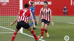 Lucía García celebra el primer gol del Athletic Club ante el...