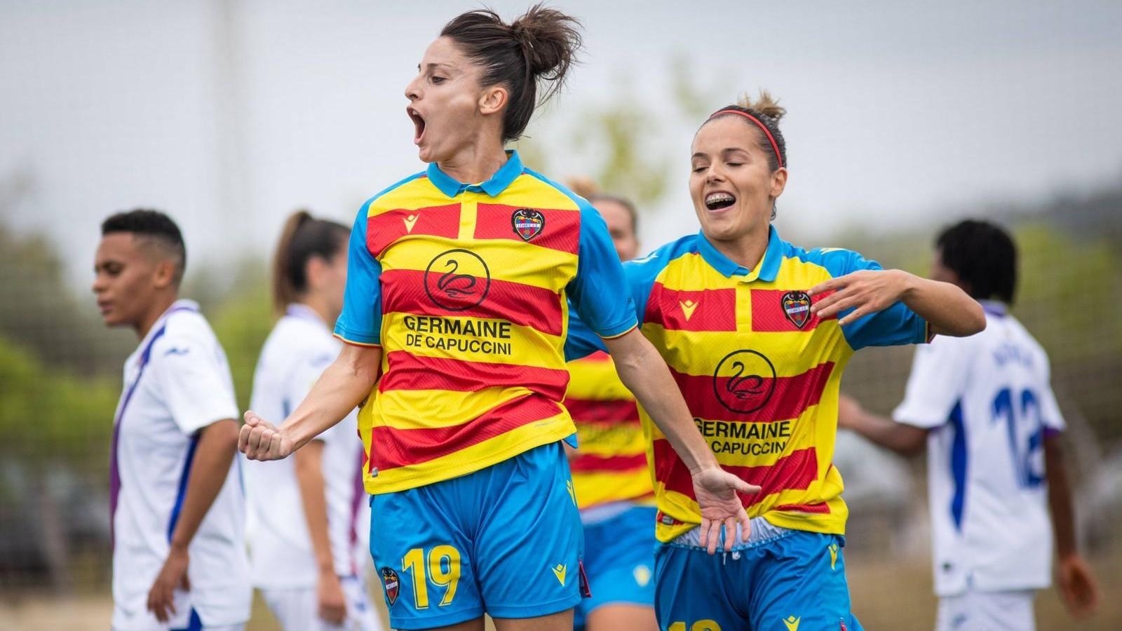 Esther González, jugadora del Levante, celebra un gol ante el Eibar.