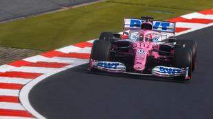 El mexicano terminó en la cuarta posición. Lewis Hamilton se quedó...