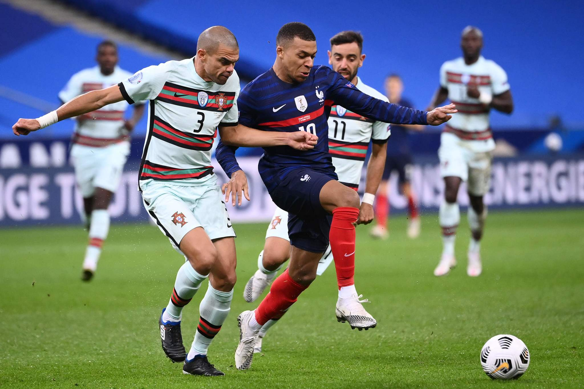 Portugals defender lt;HIT gt;Pepe lt;/HIT gt; (L) vies with Frances forward Kylian Mbappe (C) during the Nations League football match between France and Portugal, on October 11, 2020 at the Stade de France in Saint-Denis, outside Paris. (Photo by FRANCK FIFE / AFP)