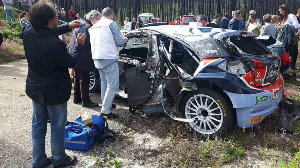 Así quedó el coche de Carlos Vieira.