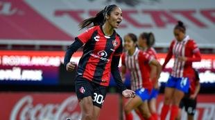 Alison González puso el segundo gol del Atlas en el Clásico...