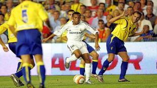 Robinho, el día de su debut con el Madrid en el Carranza, ante el...