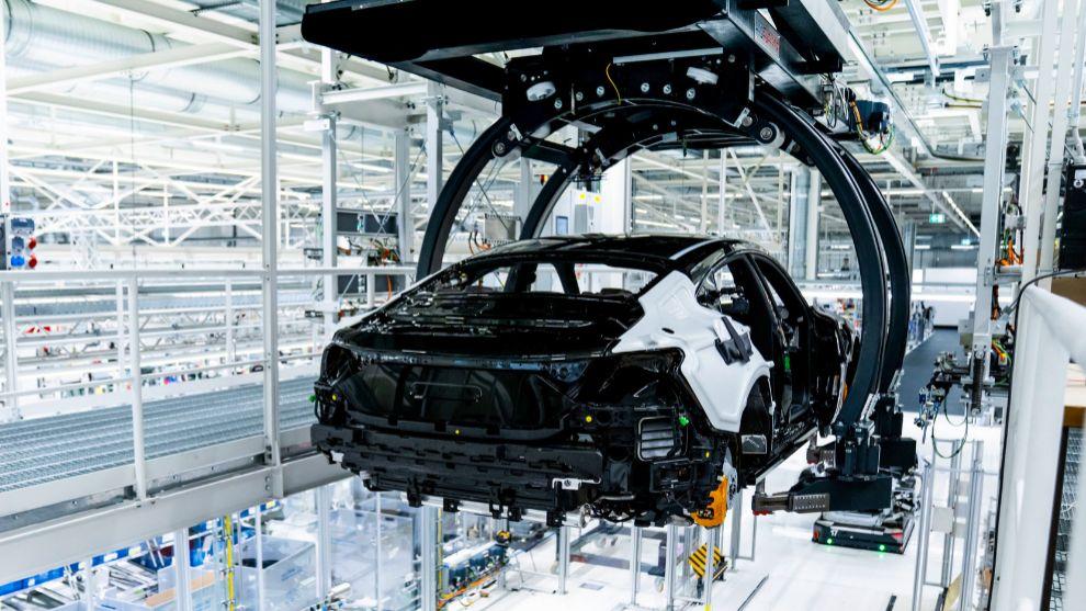 El Audi R8 y el e-tron GT eléctrico, hermanos al nacer