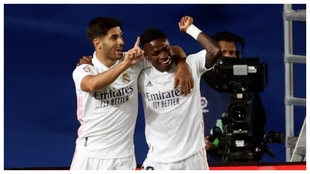 Asensio celebra junto a Vinícius el gol del brasileño ante el...