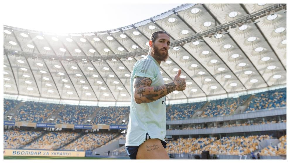 Sergio Ramos, durante el entrenamiento en el Olímpico de KIev.