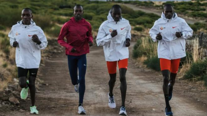 Cheptegei se entrena en la Sierra de Gredos antes del Mundial de medio maratón