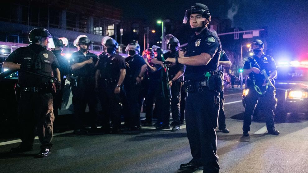 Agentes de la Policía de Los Ángeles durante los festejos por el...