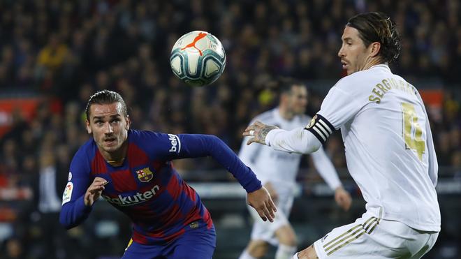 Antoine Griezmann y Sergio Ramos en el Clásico.