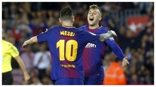 Deulofeu y Messi celebran un gol contra el Málaga en la 2017-18.