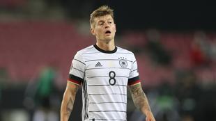 Toni Kroos en el duelo con Alemania.