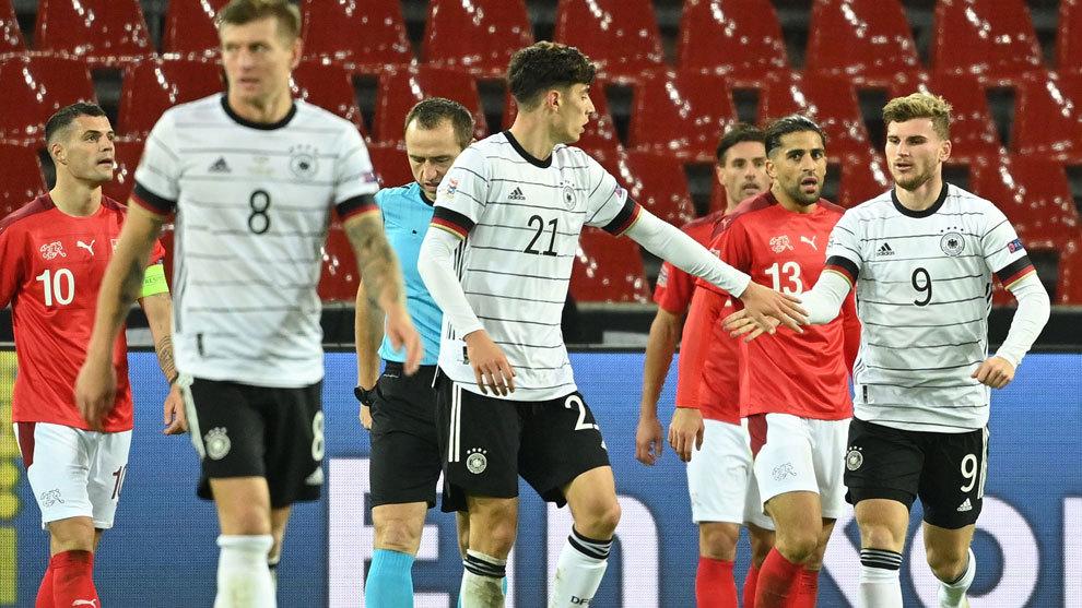 Alemania se salva dos veces