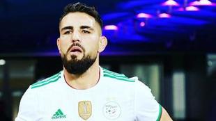 Delort con la selección de Argelia |