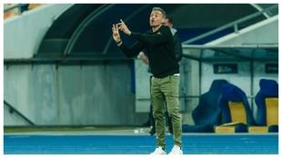 Luis Enrique da instrucciones en el Olímpico de Kiev.
