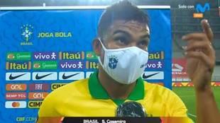 """Casemiro reacciona en directo a los gritos de """"ladrón"""" contra el árbitro: enfadado es poco"""