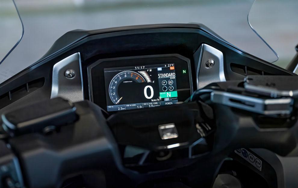 Equipa una pantalla de instrumentos TFT de 5 pulgadas con conectividad para smartphone.