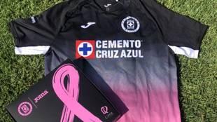 Nueva playera del Cruz Azul versión alternativa cáncer de mama