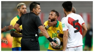 Bascuñán discute con Zambrano y Neymar.