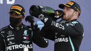 Lewis Hamilton junto a Valtteri Bottas.