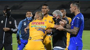 Pizarro se calentó con Siboldi.
