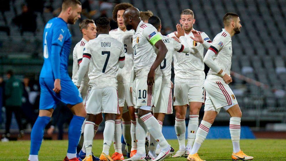 Un doblete de Lukaku da el triunfo y el liderato a la Bélgica de Roberto Martínez