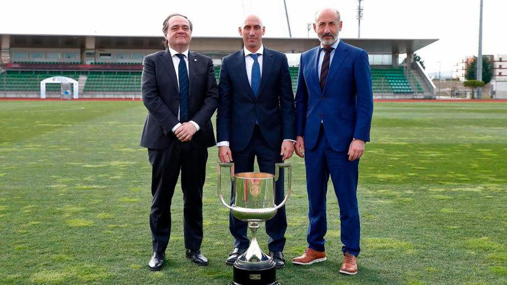 Jokin Aperribay (Real Sociedad), Rubiales (RFEF) y Aitor Elizegui...