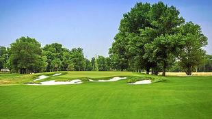Un campo de golf.