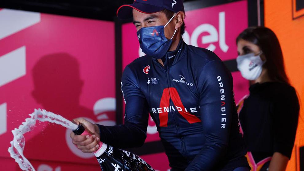 Narváez celebra en el podio