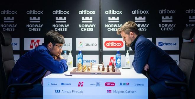 Magnus Carlsen durante su partida de este jueves frente al iraní...